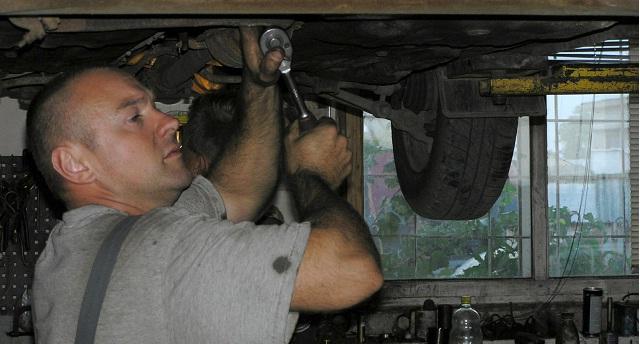 Pracując pod samochodem, dobierzmy odpowiednie oświetlenie