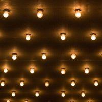 Wybór optymalnego oświetlenia do łazienki